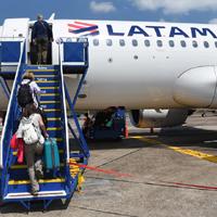 Línea aérea LATAM confirma que seguirá operando pese a reestructuración interna
